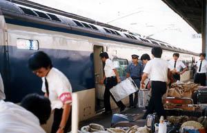 東京発の新幹線に楽器積み(九州編)国鉄も「初めて」と驚いた新幹線への楽器
