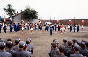 刑務所での慰問演奏&ドリル(北海道)大きなパレードだけでなく、こういうのも大切です